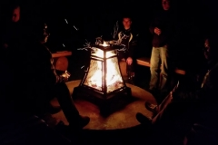 gezellig-bij-het-vuur-met-onze-gasten