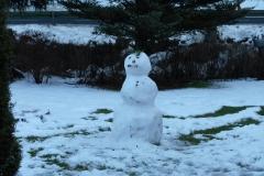 sneeuwpop-gemaakt-door-naomi-en-esmee
